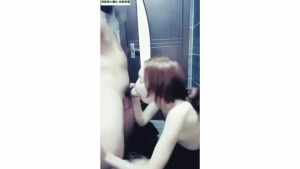 Beautiful Chinese girl in the Internet cafe oral sex, in the toilet sex.mp4